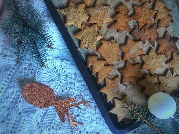 Świąteczne korzenne pierniczki z miodem